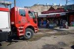 Ликвидация пожара на складе у Дезертирского рынка