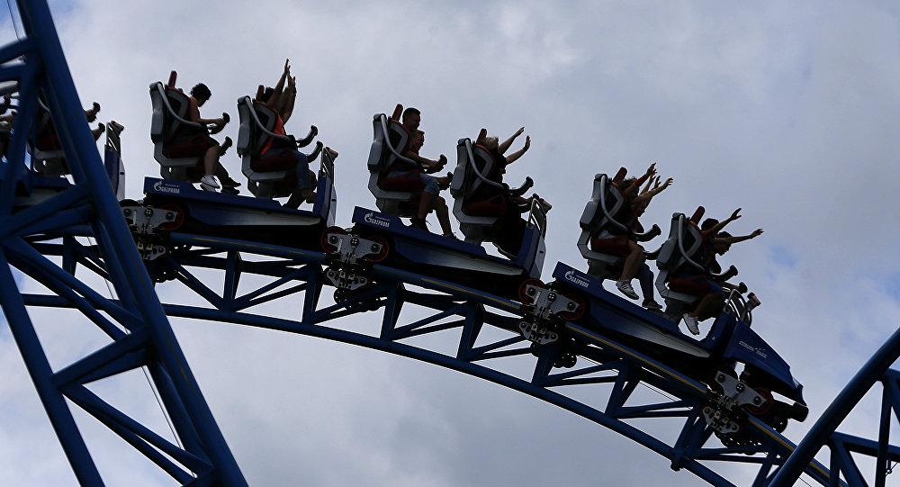Американские горки в самом большом парке развлечений в Расте, Германия