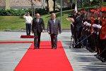 Почетный караул и гимны двух стран: как Порошенко встретили в Тбилиси