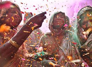 Вдовы на празднике красок. Фотография индийского фотографа Шаши Шекхар Кашьяпа