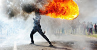 Снимок из репортажа Протесты в городе Грабу фотографа Фандулвази Джайкло (ЮАР)