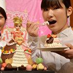 Сладкое платье популярной в Японии куклы ЛикСладкое платье популярной в Японии куклы Лика-чан, приготовленное в честь дня рождения куклы в Токио, Японияа-чан, приготовленное в честь дня рождения куклы в Токио