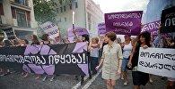 Участницы акции в защиту женщин
