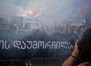 Участницы марша феминисток против насилия и в защиту прав женщин