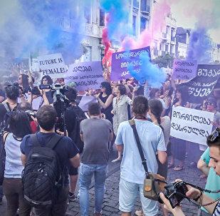 თბილისში ქალთა სოლიდარობის მარშზე ასობით ადამიანი მონაწილეობდა, რომლებიც უთანასწორობას, ძალადობასა და ჩაგვრას აპროტესტებდნენ