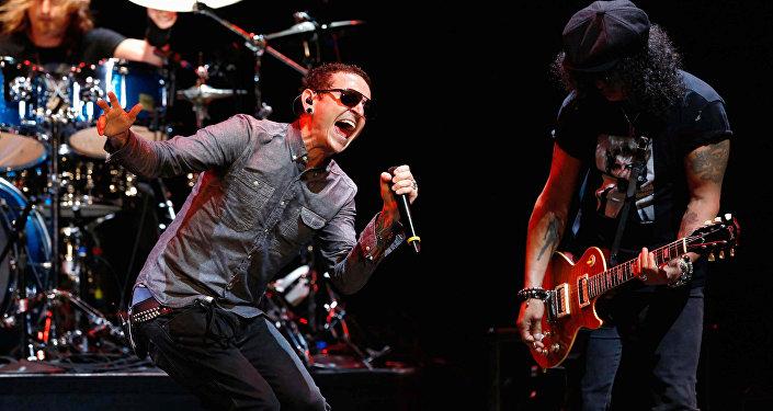 Вокалист Linkin Park Честер Беннингтон на концерте MusiCares MAP Fund Benefit в Лос-Анджелесе, Калифорния