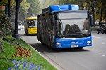 Автобусы на проспекте Руставели в центре грузинской столицы