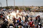 Трое палестинцев были убиты в ходе столкновений в Восточном Иерусалиме, где продолжаются протесты против новых мер безопасности на Храмовой горе