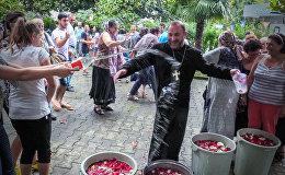 ბათუმში სომხური ტრადიციული საზაფხულო დღესასწაული ვარდავარი აღნიშნეს