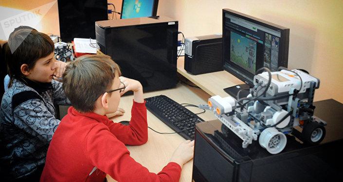 ბავშვები კომპიუტერთან