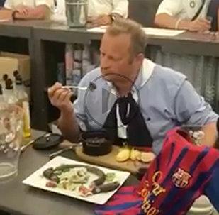 Победа Барселоны заставила французского мэра съесть крысу
