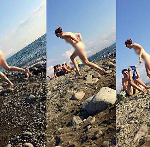 შიშველი გოგონა ქობულეთის სანაპიროზე