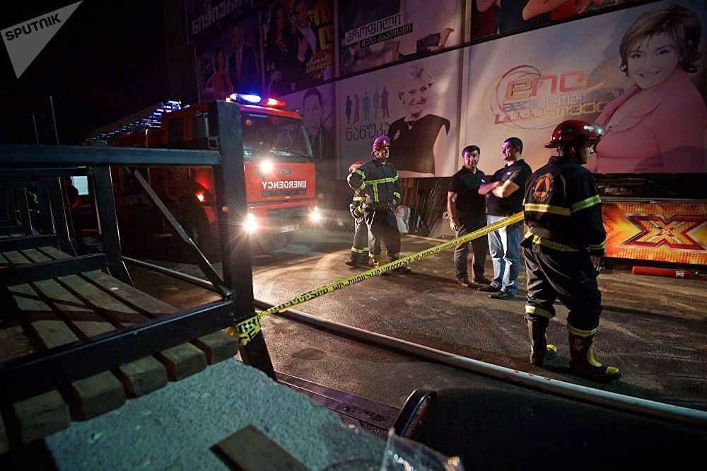 Во время начала пожара вещание телекомпании Рустави 2 даже было прервано на несколько минут. Первые сообщения о ЧП в СМИ появились со ссылкой на гендиректора телекомпании Нику Гварамия