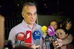 Ведущий информационного выпуска Курьер телекомпании Рустави 2 Заал Удумашвили рассказывает о пожаре в здании ТВ