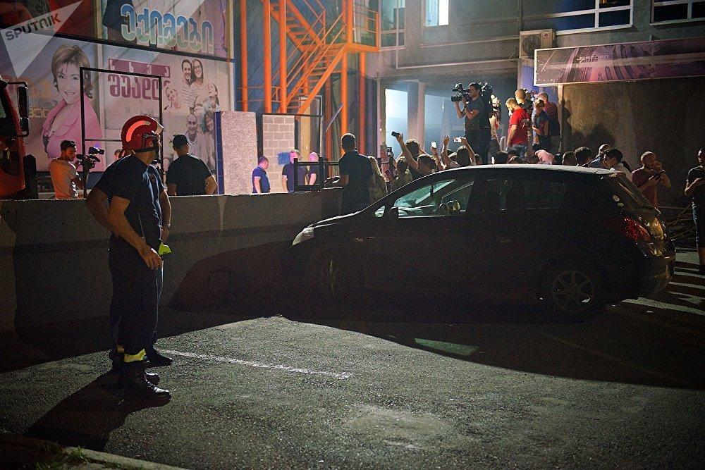 Чрезвычайное происшествие в здании телекомпании освещали представители всех грузинских СМИ, телеканалы вели трансляцию с места событий в прямом эфире