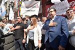 Бывший президент Грузии Михаил Саакашвили, лидер украинской политической партии «Движения новых сил» поет национальный гимн Украины во время съезда в Киеве