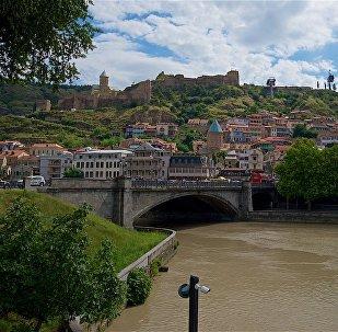 Исторический центр Тбилиси и вид на мост Метехи