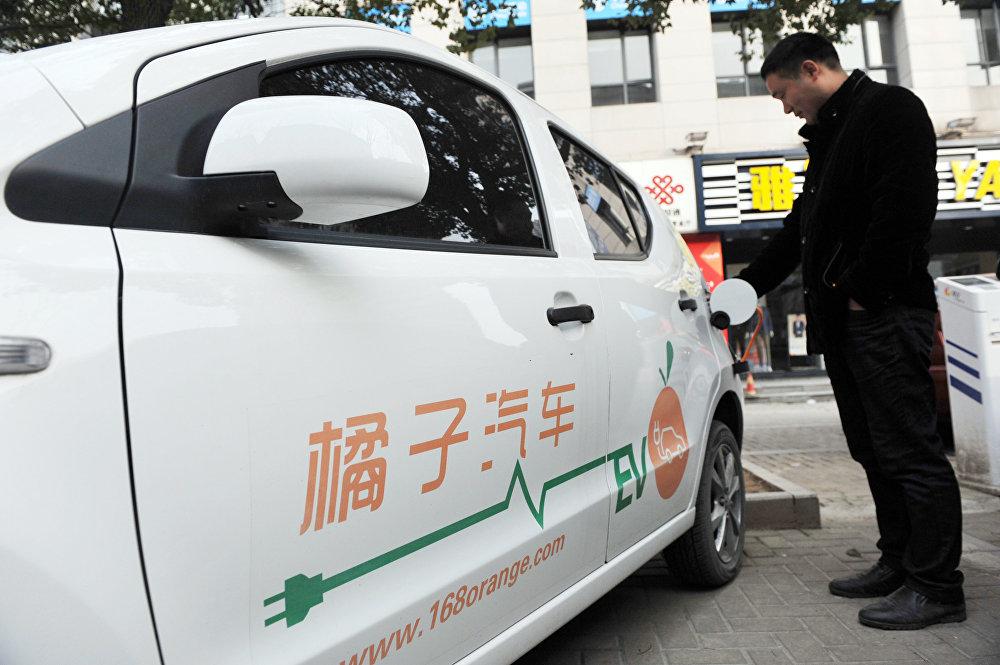 Крупнейшим рынком электромобилей в мире с 2015 года является Китай, обогнав в этом направлении США. В 2016 году продажи электромобилей в Китае выросли в два раза. При этом на рынке этих машин лидируют многочисленные местные производители, предлагающие растущий выбор бюджетных моделей. Китайские автолюбители очень увлечены новой технологией, а государство их поддерживает: оно хочет снизить загазованность в городах-миллионниках