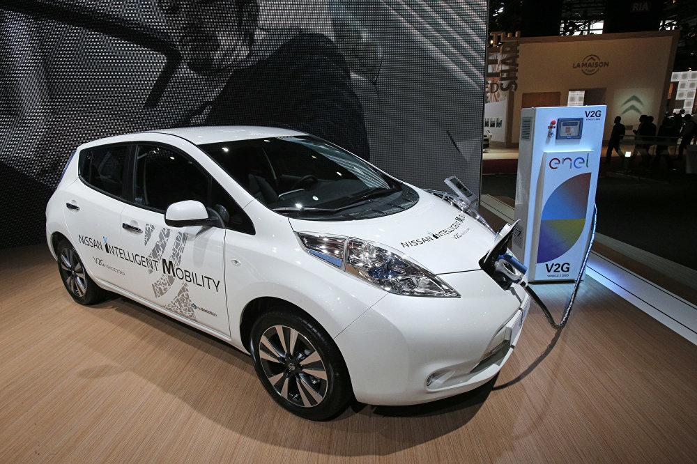 Возможно, Google и Apple в конце концов предпочтут сосредоточиться на разработке софта для автономного вождения, а создание машин предоставят тем, кто этим занимается уже десятки лет. Например, французско-японскому концерну Renault-Nissan. Его глава Карлос Гон в начале 2016 года демонстрировал разработки своей фирмы именно в калифорнийской Кремниевой долине