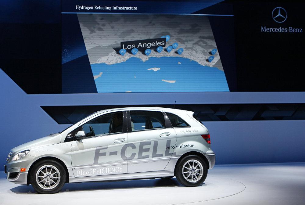Концерт Мерседес в США еще в 2010 году представил на автошоу в Лос-Анжелесе свой автомобиль на водородном топливе F-Cell