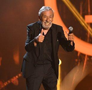 Певец, актёр Вахтанг Кикабидзе на международном музыкальном фестивале ЖАРА в Баку