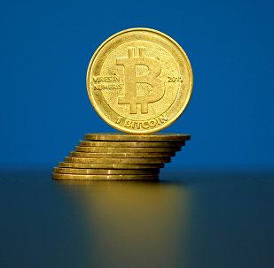 Биткойны (виртуальная валюта) на иллюстрации, сделанной в La Maison du Bitcoin в Париже, Франция
