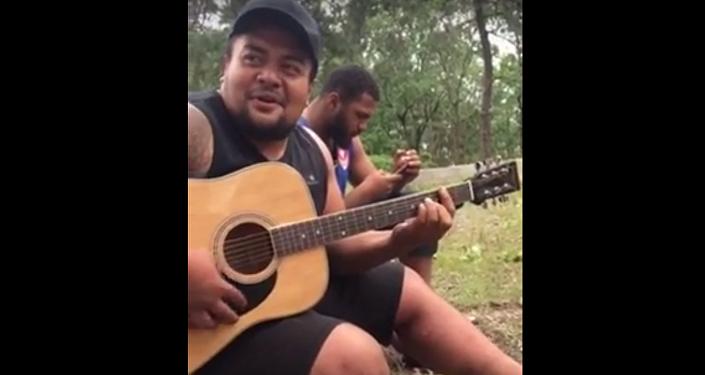 Регбист из Фиджи поет на грузинском