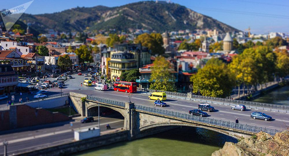 Вид на Метехский мост и старый Тбилиси