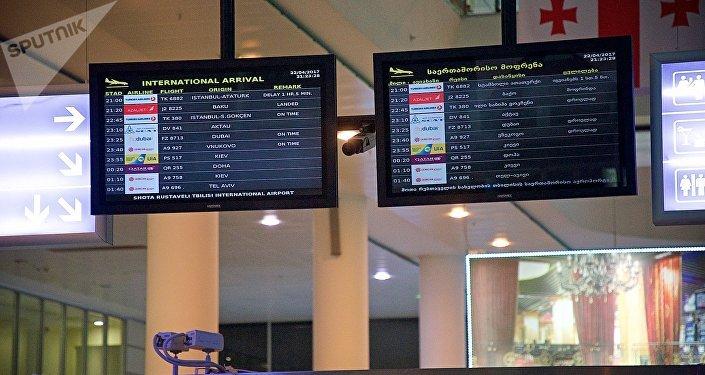 Зал прибытия в Тбилисском международном аэропорту