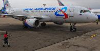 Самолет компании Уральские авиалинии