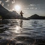 Великолепное озеро Хинтерштайнер находится в Австрии на высоте 882 м. В этом месте вам захочется остановить время, чтобы как можно дольше смотреть на идеально ровную сверкающую гладь воды в окружении заснеженных вершин и слушать тишину