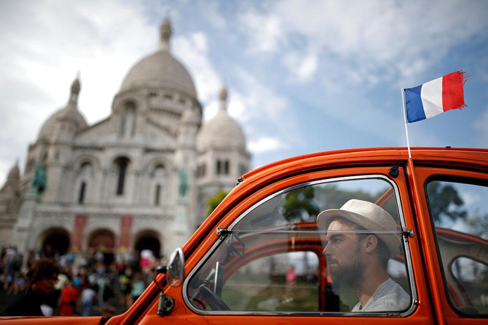 Если вы в Париже ненадолго, а увидеть хочется как можно больше достопримечательностей, хороший выход – обзорная экскурсия экскурсия на французском автомобиле Citroen