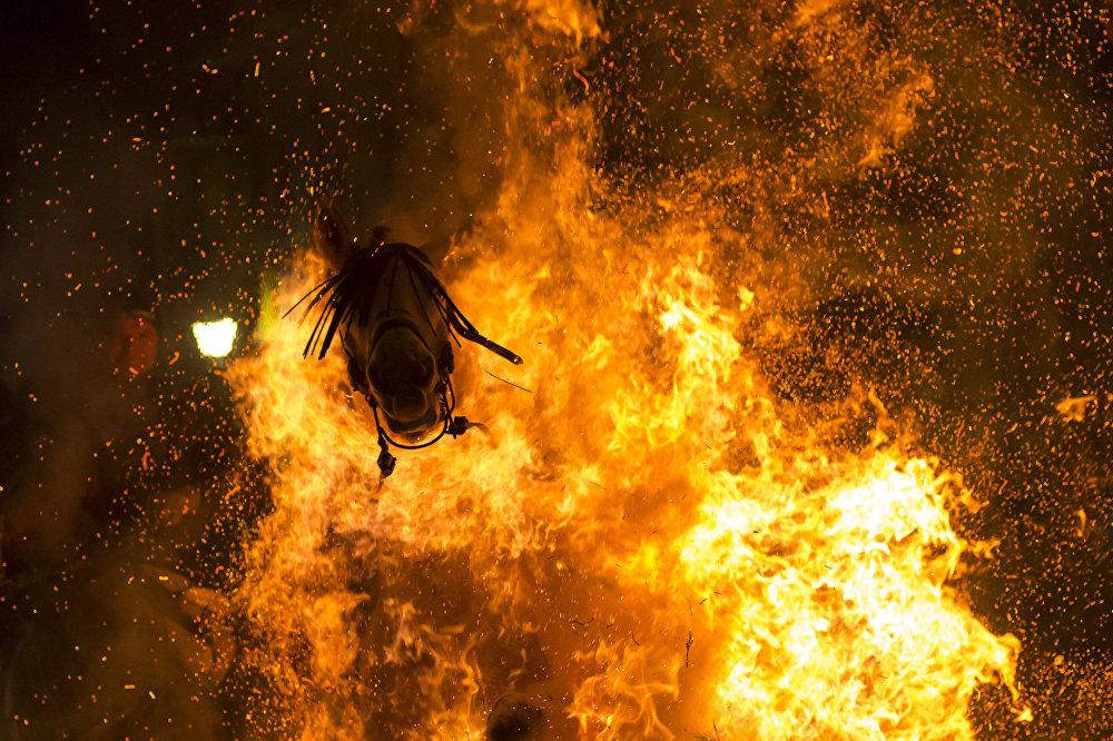 Виктор Бланко, Испания. Очищающий огонь. Третье место в номинации Моя планета. Одиночная фотография