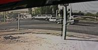 Смертельную аварию с маршруткой в Бишкеке сняла камера наблюдения
