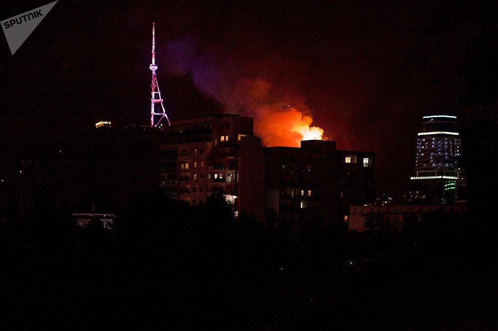 В ликвидации пожара участвовали десятки пожарников и спецтехника
