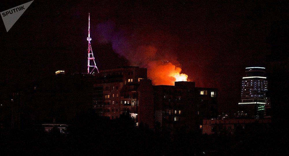 Нагоре висторическом центре Тбилиси вспыхнул пожар