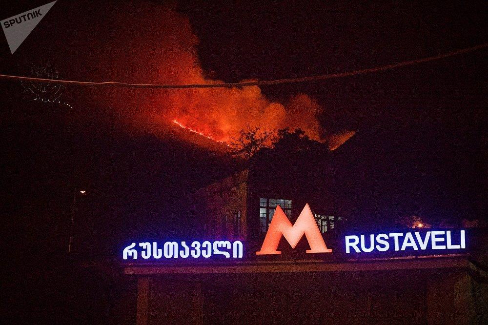 Сообщения о пожаре сразу стали новостью номер один в грузинских СМИ