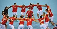 Юношеская сборная Грузии по гандболу радуется победе над командой из Алжира