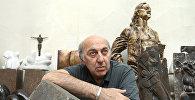 Скульптор Георгий Франгулян в студии