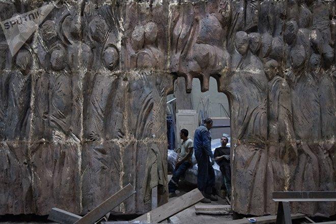 Транспортировка монумента Стена скорби