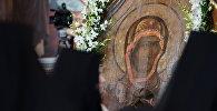 Священнослужители у Смоленской иконы Божией Матери Одигитрии в храме Христа Спасителя