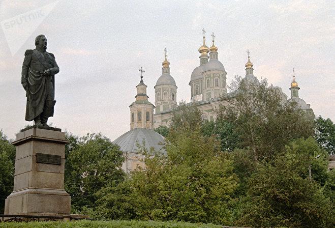 Памятник полководцу Михаилу Илларионовичу КутузовуПамятник Кутузову