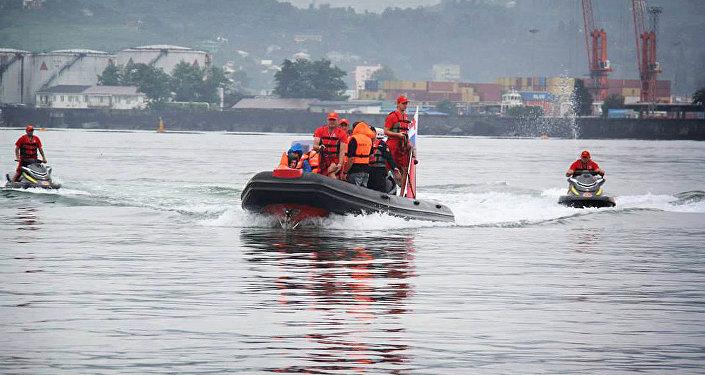 Спасатели работают в черноморской акватории