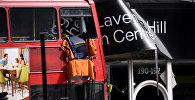 Автобус врезался в магазин в Лавандер-Хилл, Лондон, Великобритания