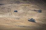 Танки и БТР приняли участие в маневрах на полигоне в Вазиани