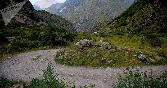 Дорога в горах Грузии