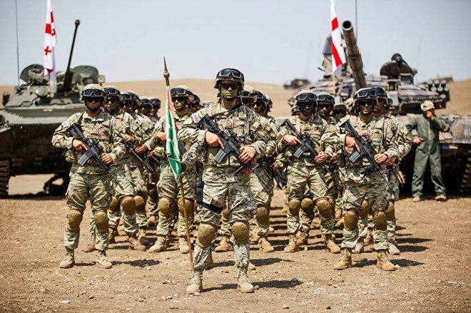 Военные на базе в Вазиани во время учений Достойный партнер 2017 (Noble Partner)