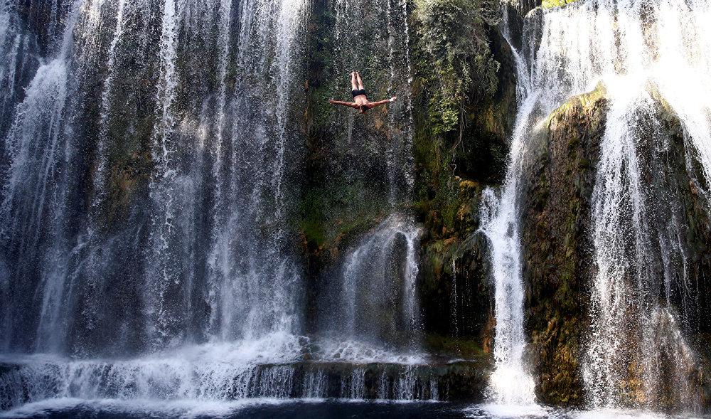 Ежегодные международные соревнования по прыжкам с водопада, которые проходят в Боснии и Герцеговине