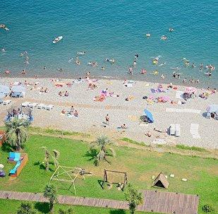 Вид на батумский пляж с колеса обозрения
