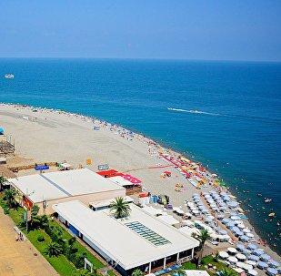 Вид на черноморское побережье Аджарии с колеса обозрения в Батуми